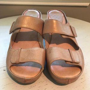 Johnston & Murphy Wedge Heeled Slip-one Size: 9M